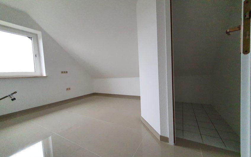 Erstbezug nach Sanierung: 3,5 Zimmer Wohnung in Salzgitter Engelnstedt mit Balkon